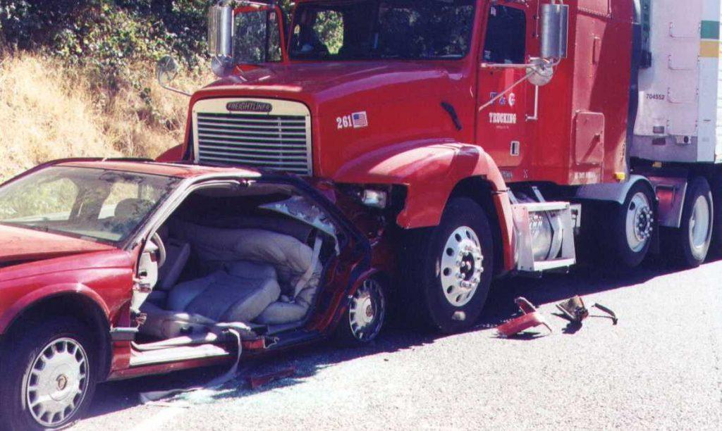 El Mejor Bufete Legal de Abogados de Accidentes de Semi Camión, Abogados Para Demandas de Accidentes de Camiones El Monte California